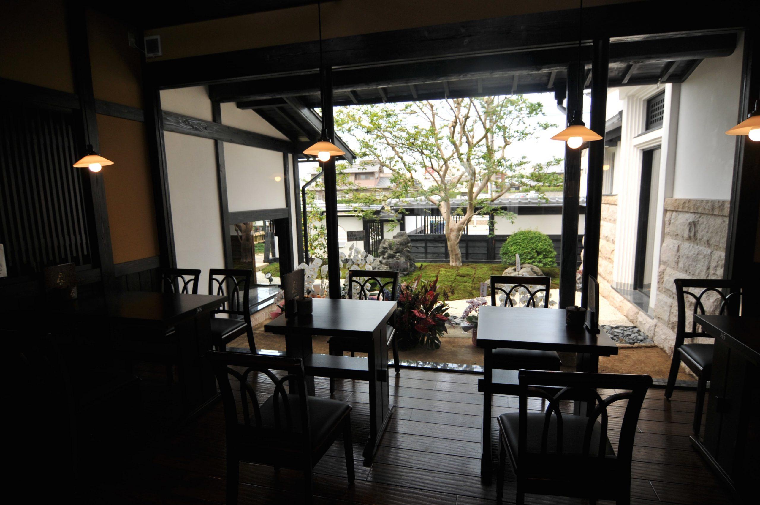 「創業40年の工務店」一級建築士事務所、愛知・小牧市「和田建設」が設計デザイン・建築した、愛知県一宮市のカフェです。